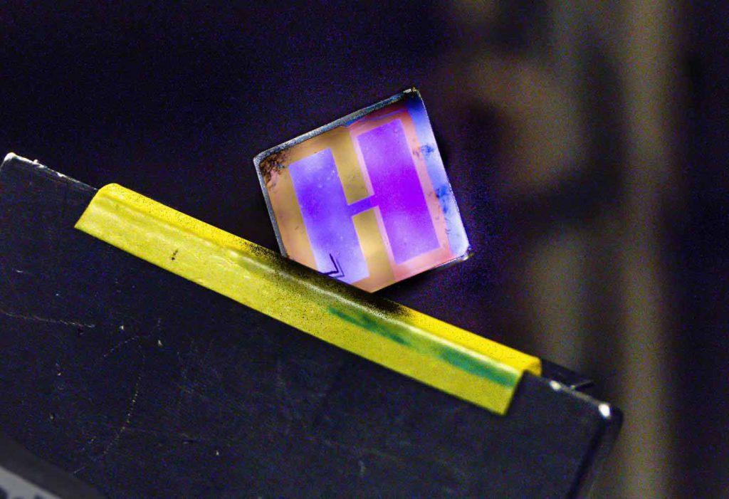 سلول فتوولتاییک ارگانیکی که به منظور تبدیل نور  فضاهای داخلی به الکتریسیته بهینه شده است
