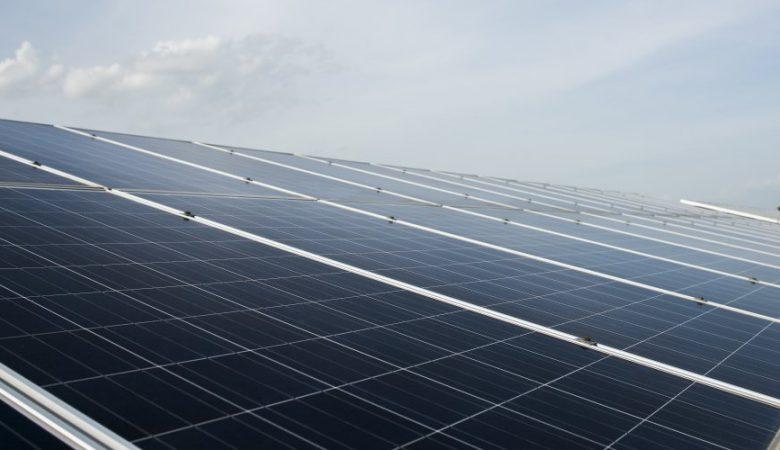 خبر داخلی افتتاح نیروگاه خورشیدی ۱۰ مگاواتی در ماهان استان کرمان توسط وزیر نیرو