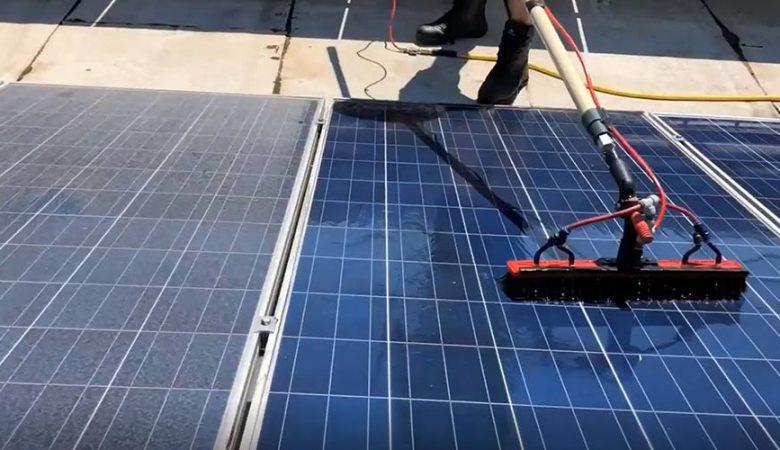 شست و شوی پنل های خورشیدی به روش ساده