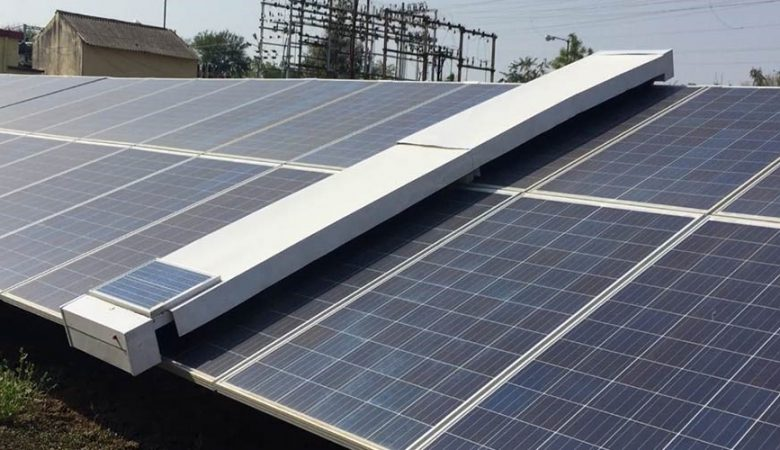 تمیزکردن پنلهای خورشیدی نیروگاههای خانگی بدون نیاز به آب