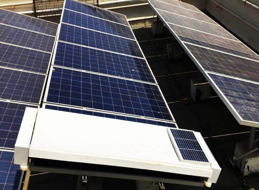 ربات تمیزکننده پنلهای خورشیدی