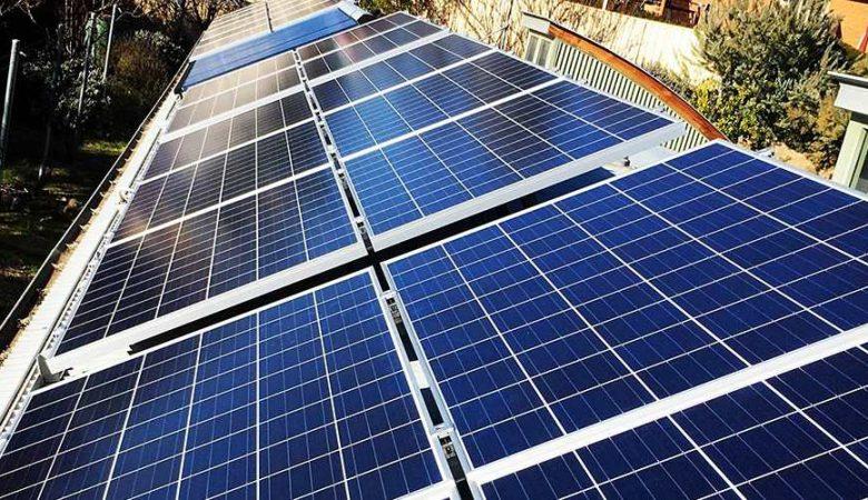 خنک نگهداشتن پنلهای خورشیدی حتی در آفتاب سوزان کویر